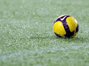 pallone-in-erba-e-pioggia-calcio_01-2