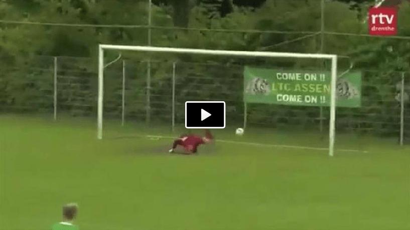 Video, incredibile gol da centrocampo a pochi secondi dall'inizio della partita