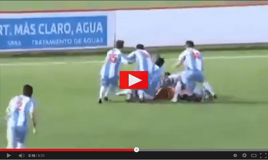 Video, incredibile gol del portiere in rovesciata