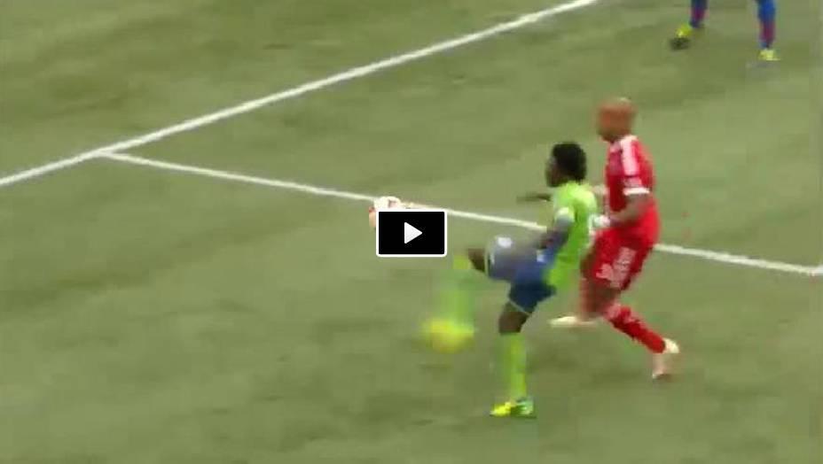 Video, incredibile pallonetto di Oba Martins
