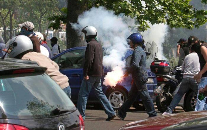 Firenze, Polizia fa irruzione su pullman tifosi Atalanta