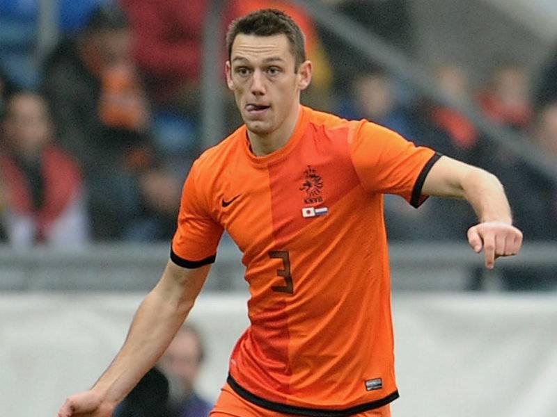Infortunio De Vrij |  il difensore dell'Inter finisce in tribuna con l'Olanda