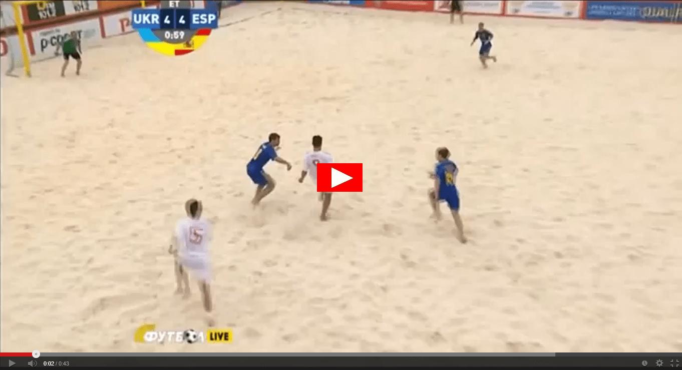 Video incredibile gol in una partita di Beach Soccer