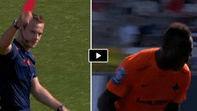 Video incredibile reazione del giocatore all'espulsione