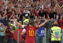 Roma, la maglia n.10 di Totti finirà... nello spazio
