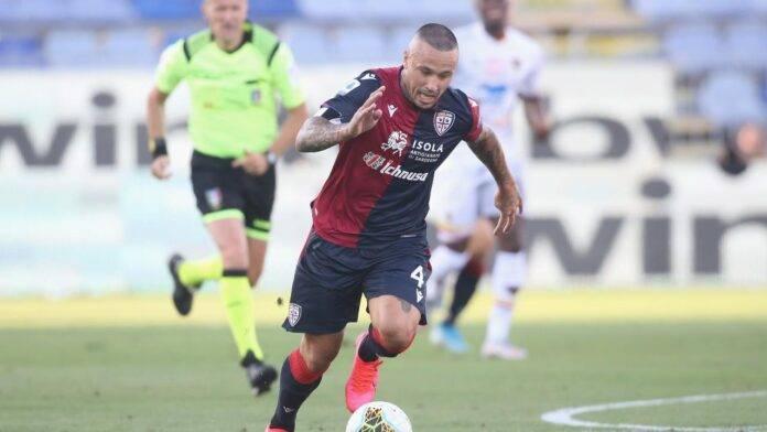Nainggolan in azione con la maglia del Cagliari