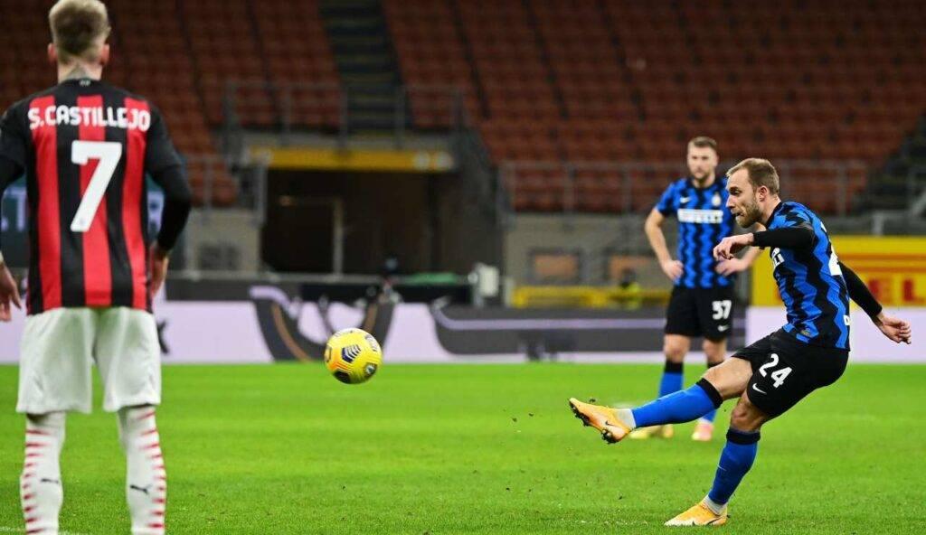 Il momento in cui Eriksen calcia la punizione contro il Milan