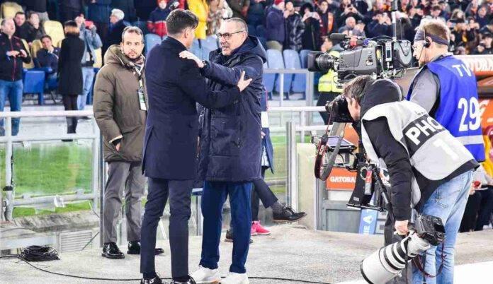 Fonseca e Sarri si abbracciano prima di un Roma-Juventus