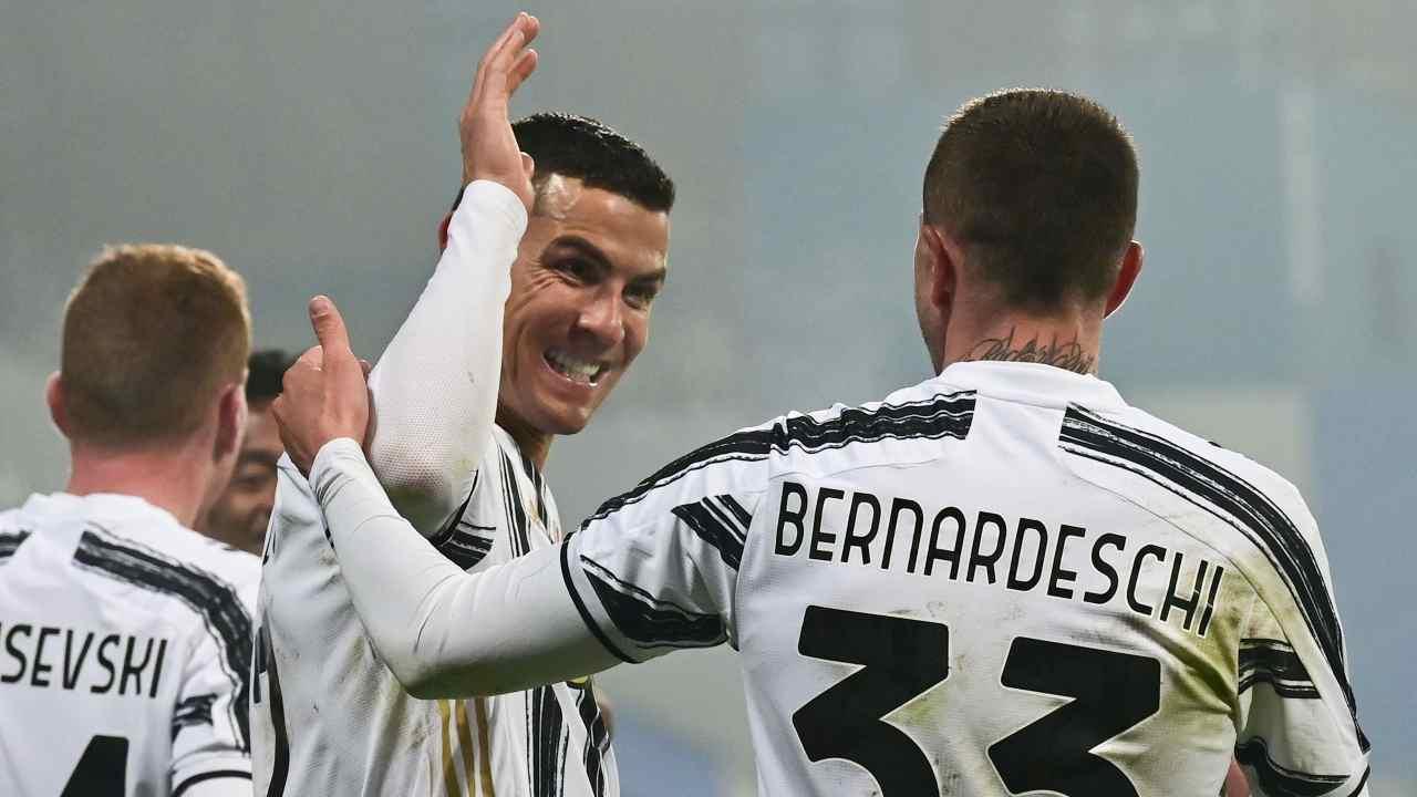 Ronaldo e Bernardeschi esultano
