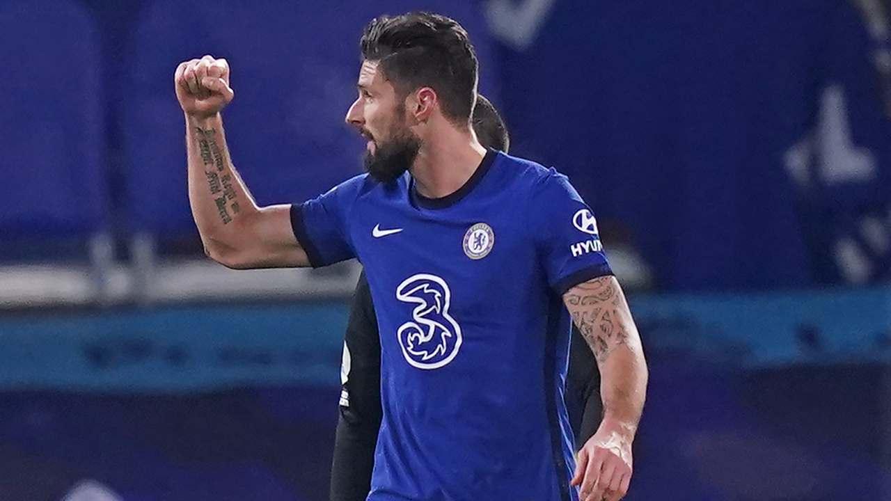 Giroud esulta dopo un gol