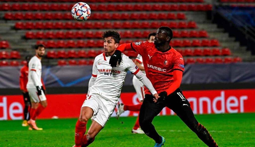 Niang in azione con la maglia del Rennes