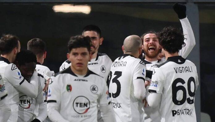 I calciatori dello Spezia esultano
