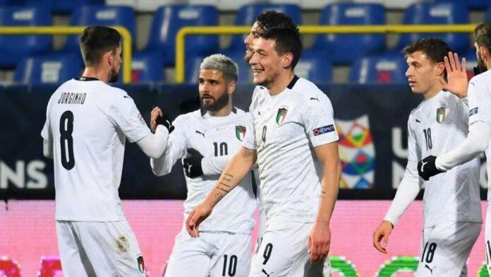 I calciatori dell'Italia esultano dopo un gol