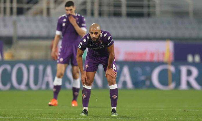 Amrabat in campo con la Fiorentina