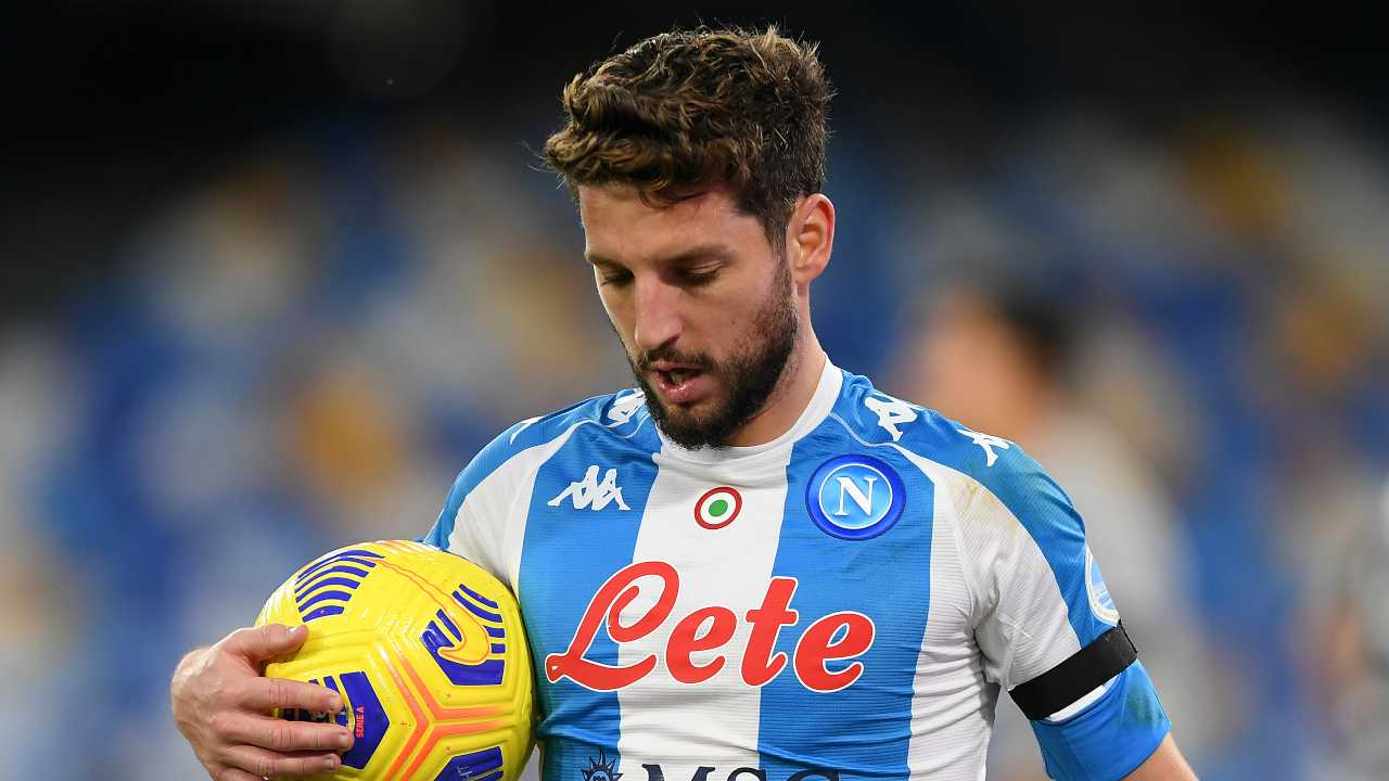 Dries Mertens col pallone in mano