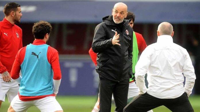 Stefano Pioli durante la seduta di allenamento