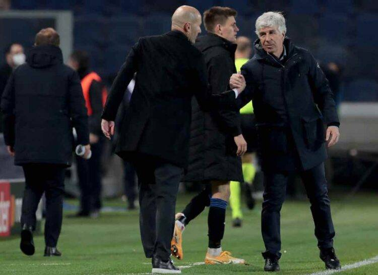 L'allenatore dell'Atalanta Gasperini stringe la mano a Zidane