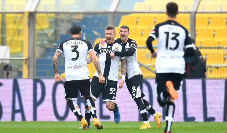 Kucka esulta durante Parma-Udinese