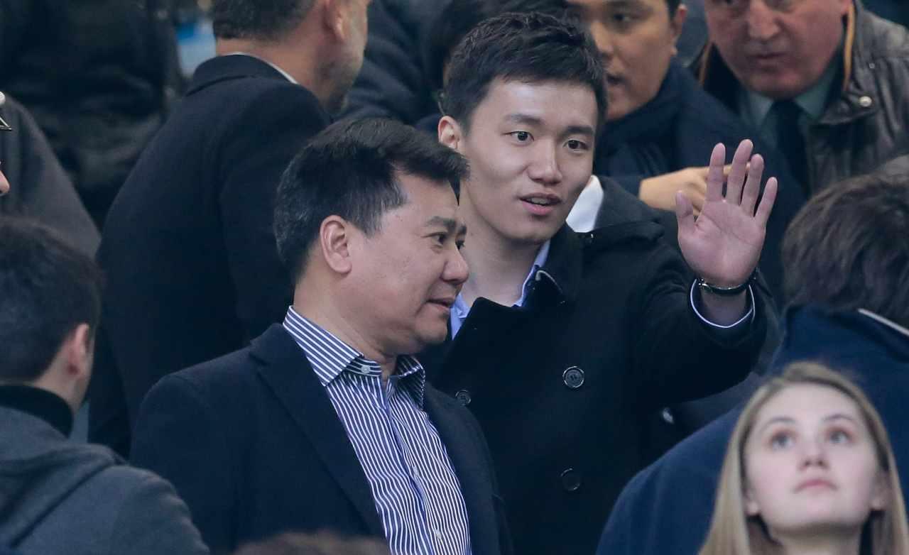 Jindong e Steven Zhang sugli spalti
