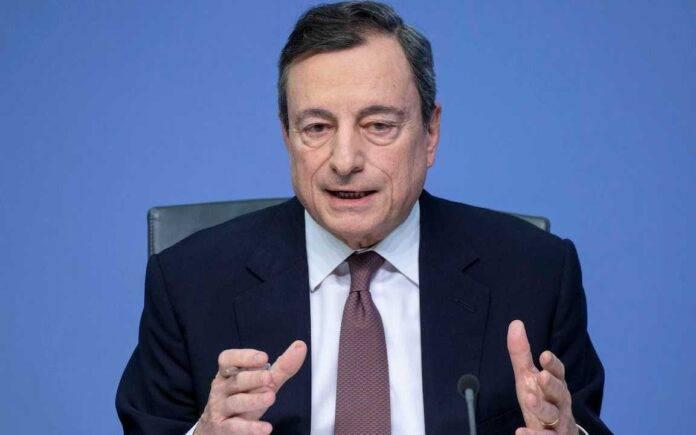 Mario Draghi discute