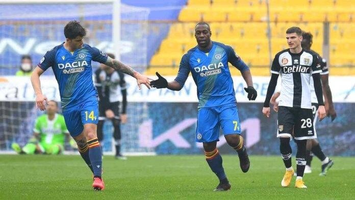 Okaka esulta durante Parma-Udinese