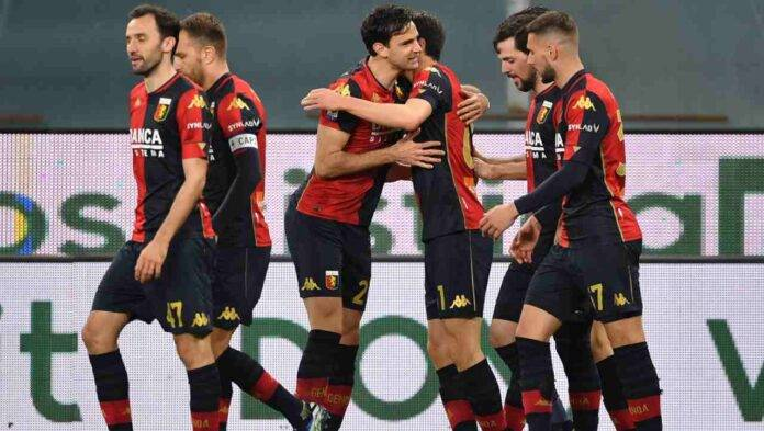 Il Genoa esulta al gol di Shomurodov