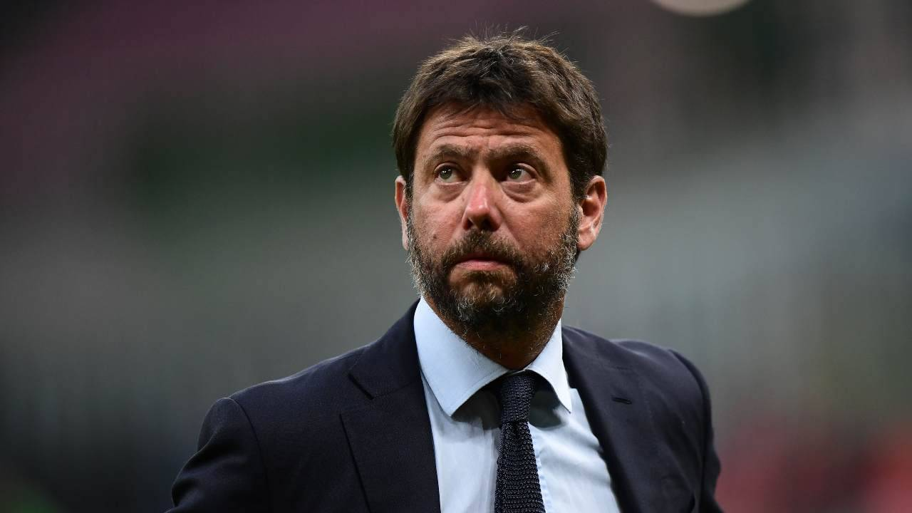 Andrea Agnelli guarda in tribuna