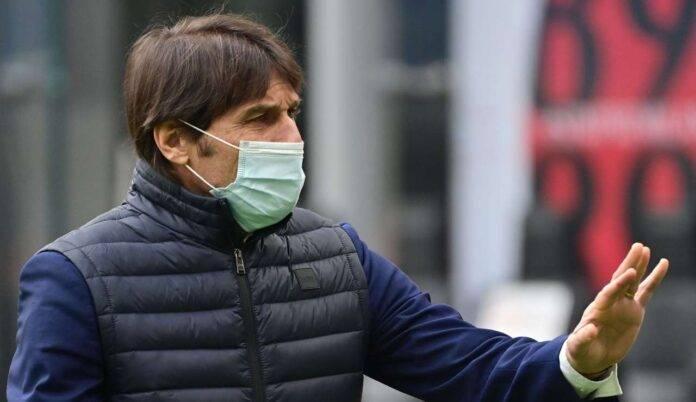 Antonio Conte con la mascherina
