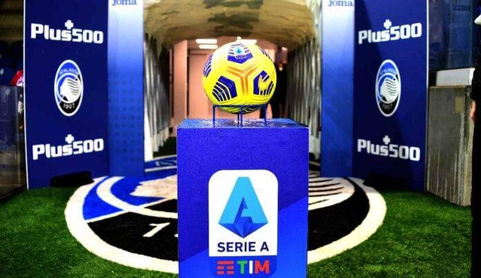 Il pallone e il logo della Serie A