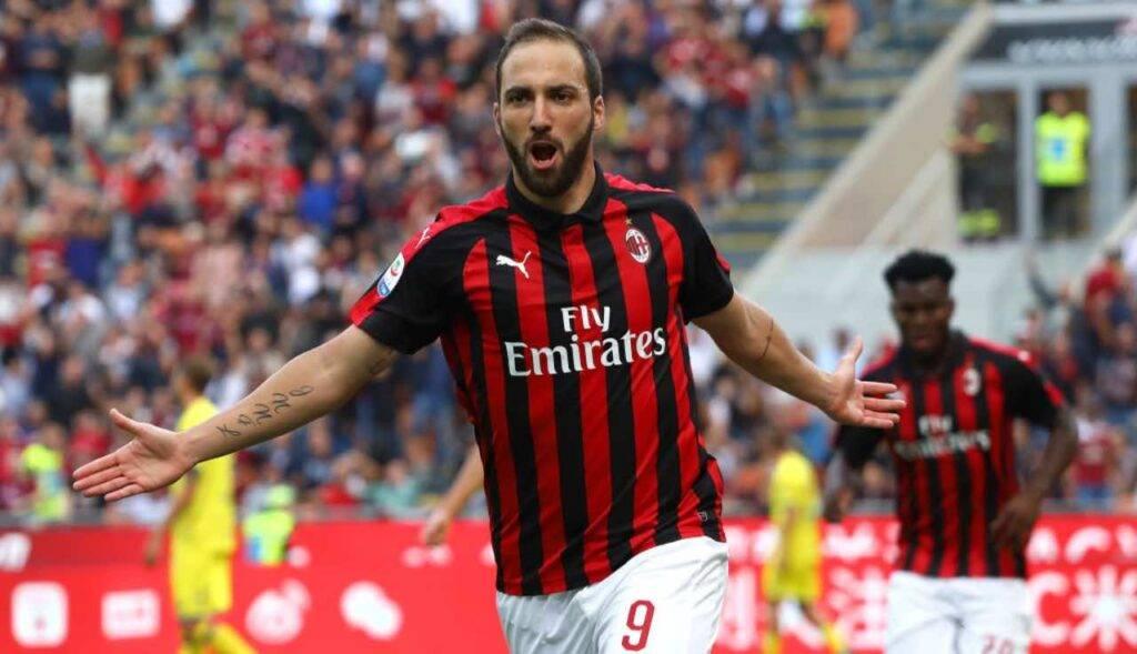 Un'esultanza di Higuain quando vestiva la maglia del Milan
