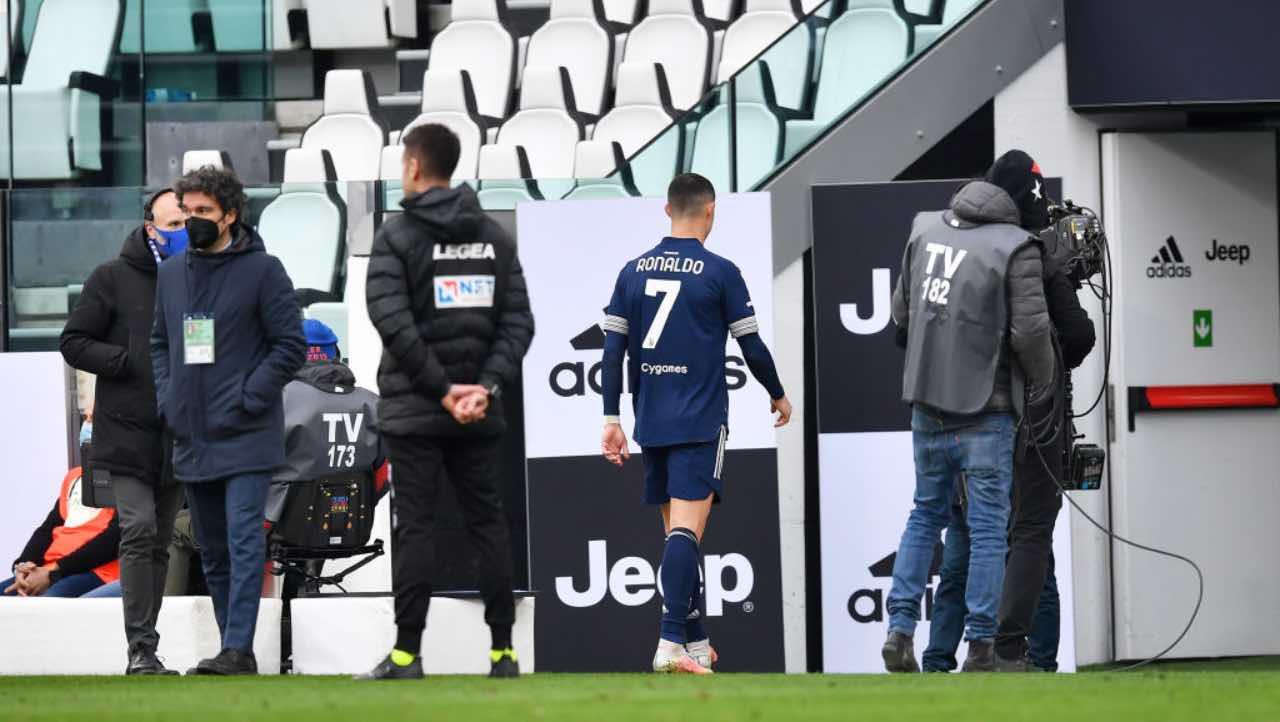 Ronaldo esce dal campo