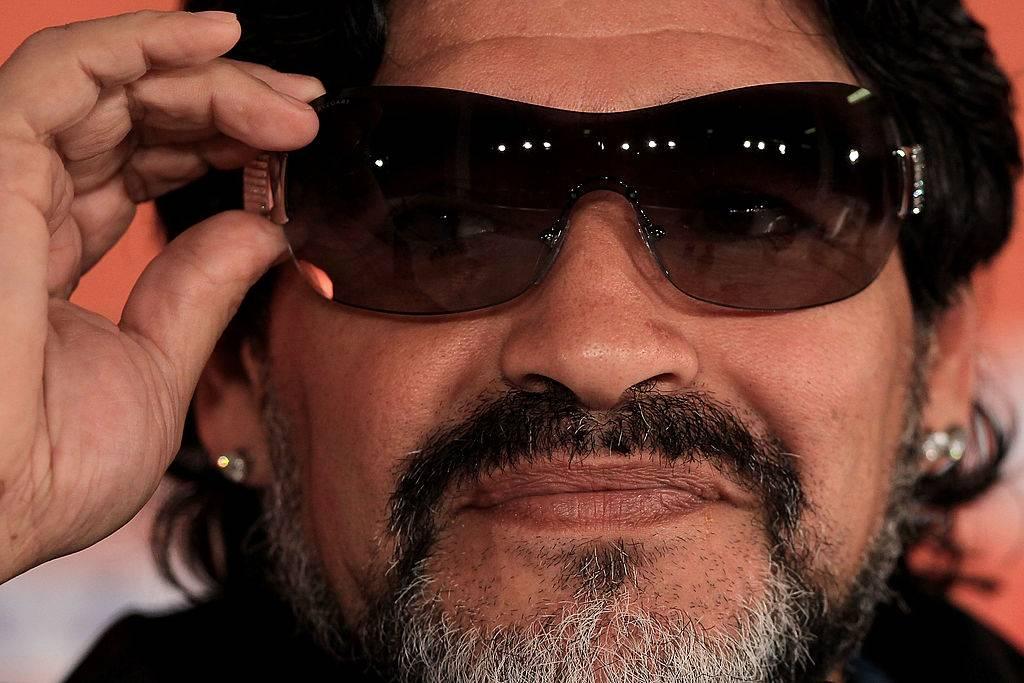 Maradona con gli occhiali