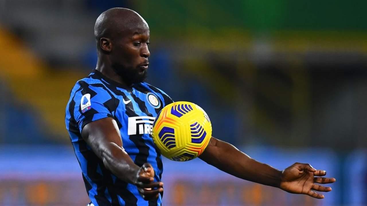 Inter, Lukaku stoppa il pallone di petto