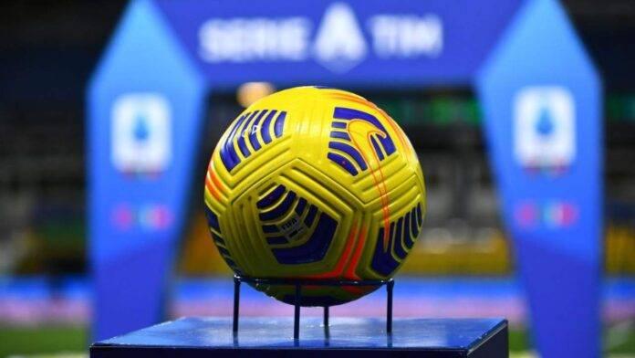 pallone della Lega Serie A prima di Parma-Inter