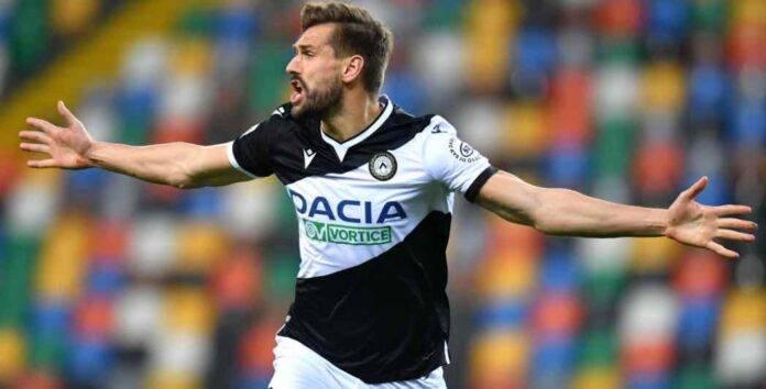 Llorente esulta per il gol con l'Udinese