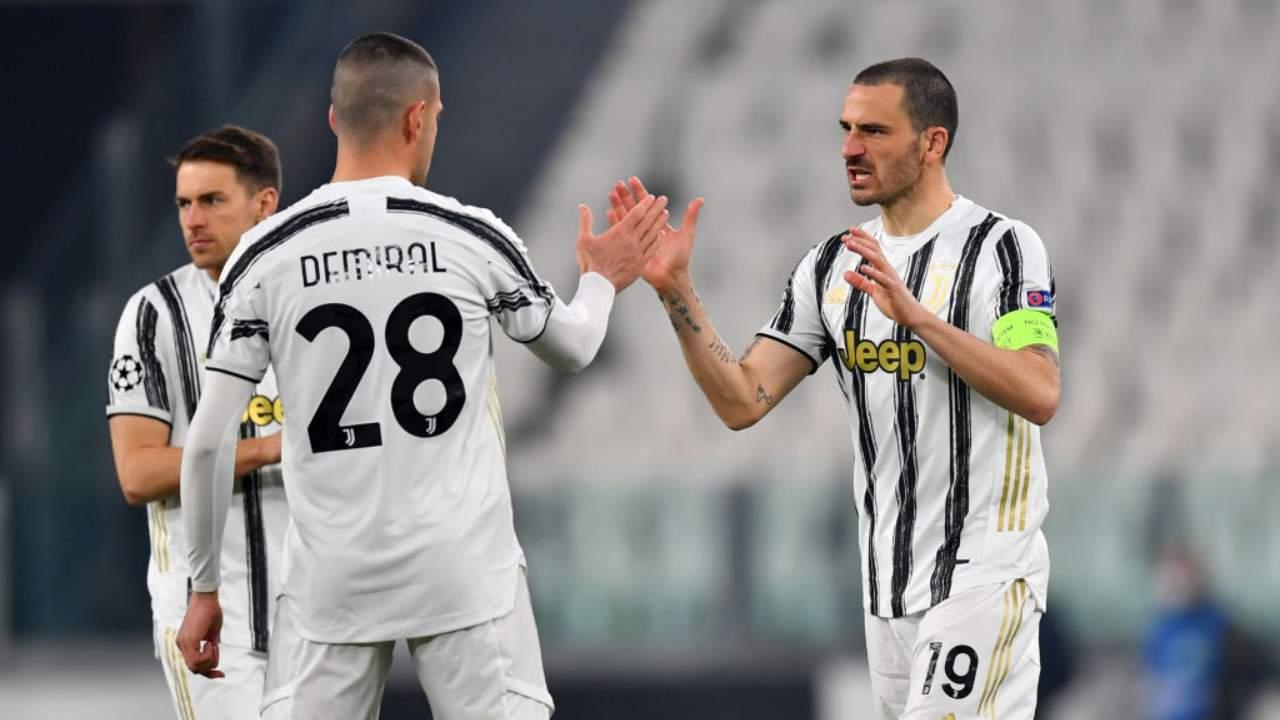 Bonucci e Demiral si danno il cinque