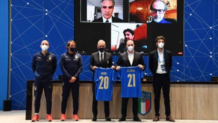 Mancini presenta maglie della Nazionale