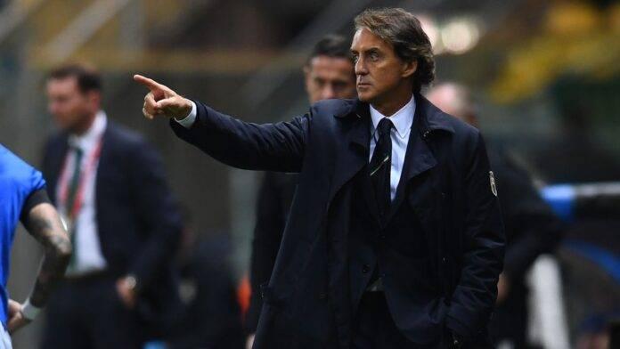 Roberto Mancini da bordocampo