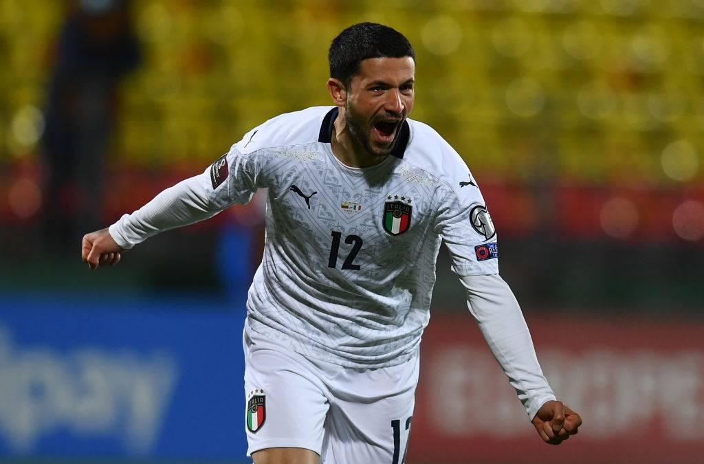Italia, Sensi esulta dopo il gol alla Lituania