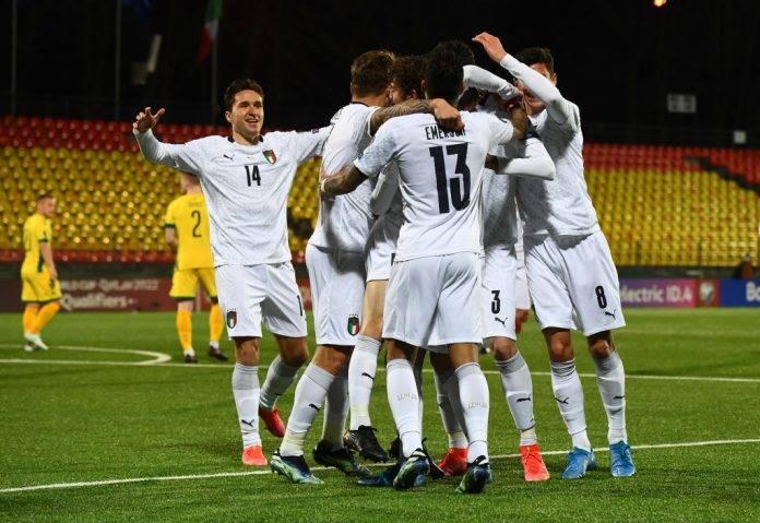 L'Italia esulta al gol contro la Lituania