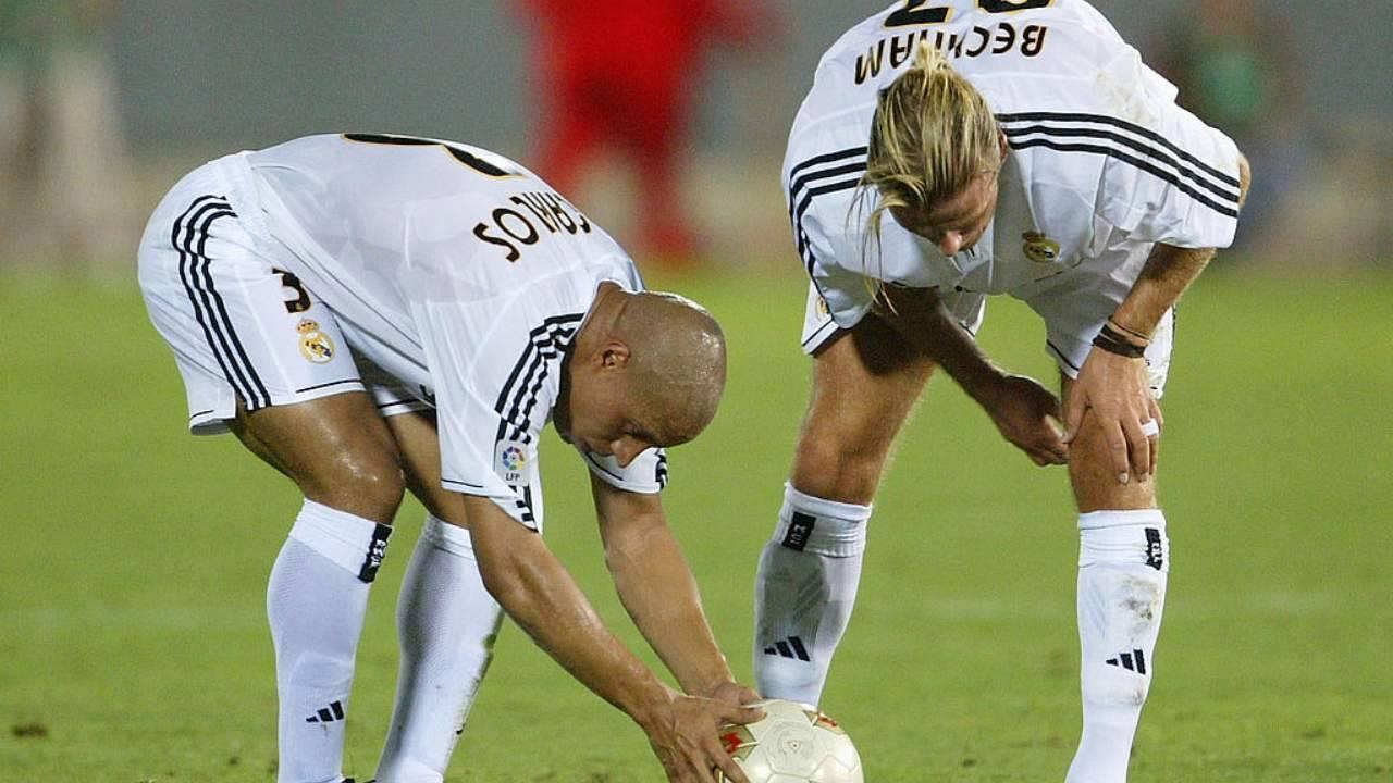 Roberto Carlos e Beckham prima di una punizioni