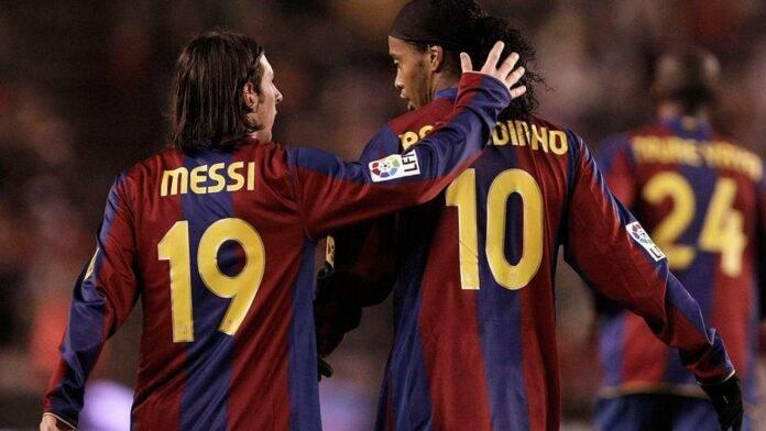 Messi abbraccia Ronaldinho