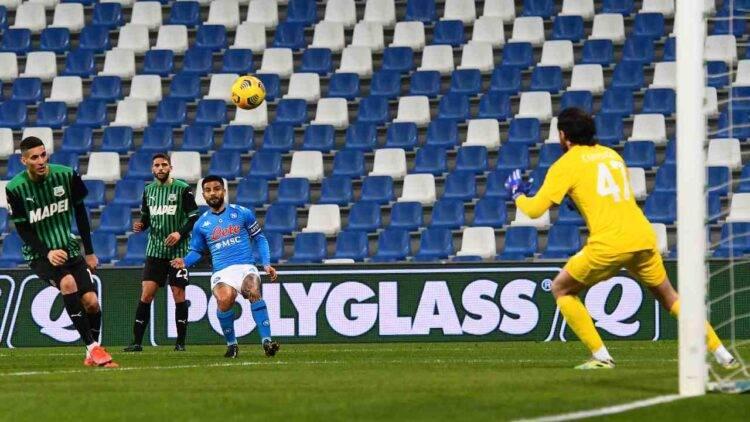 Il gol annullato di Lorenzo Insigne durante Sassuolo-Napoli