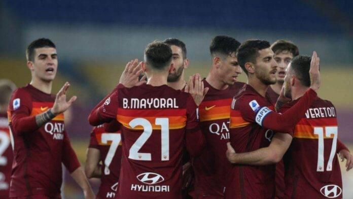 Ibanez e altri giocatori della Roma esultano