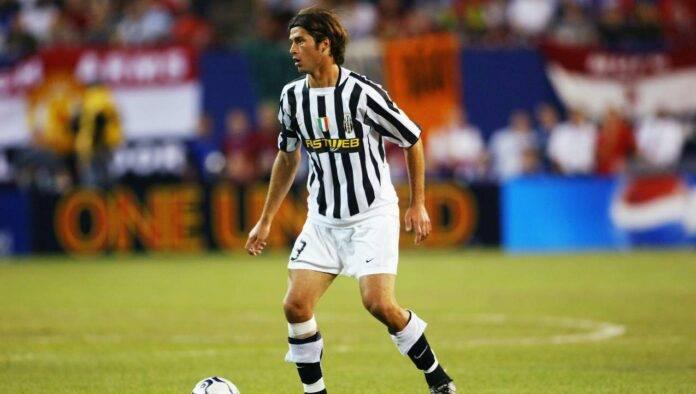 Alessio Tacchinardi in azione con la maglia della Juventus
