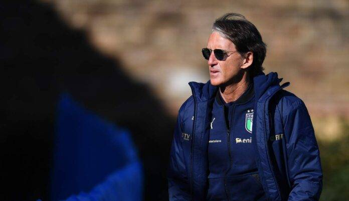 Roberto Mancini con occhiali da sole