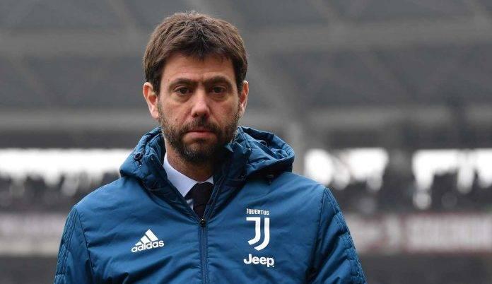 Agnelli con il giubbotto della Juventus