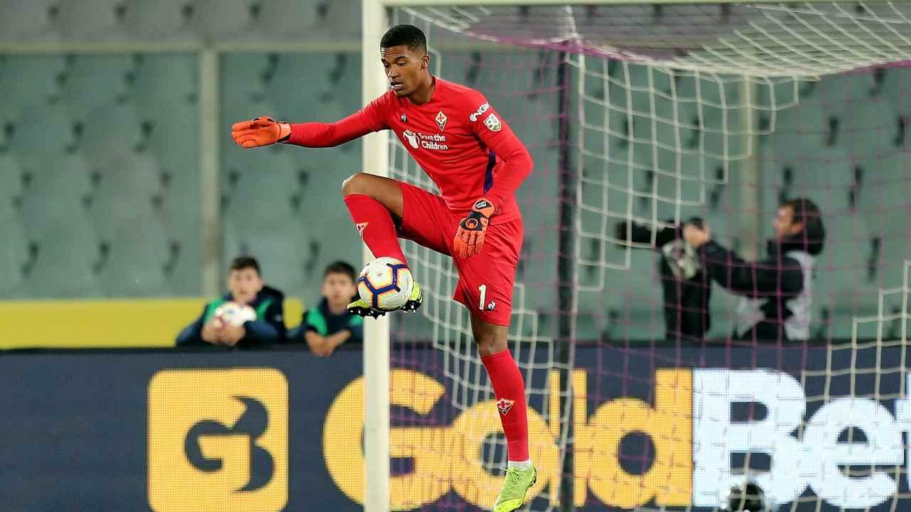 Alban Lafont durante il suo passaggio alla Fiorentina