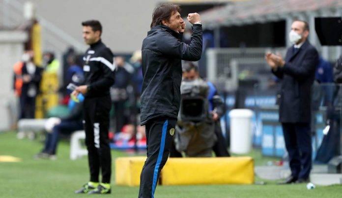 Antonio Conte esulta