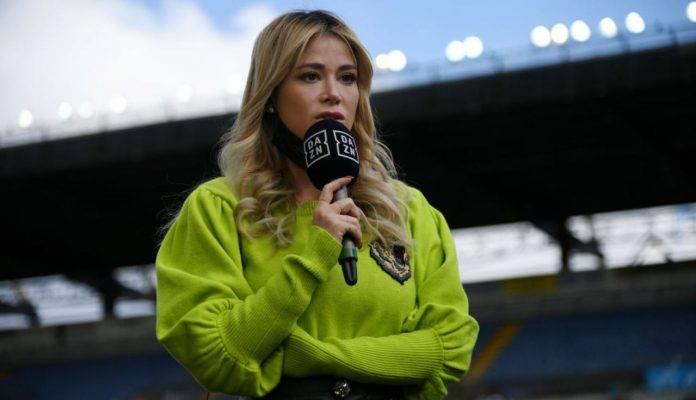 Diletta Leotta con il microfono di DAZN